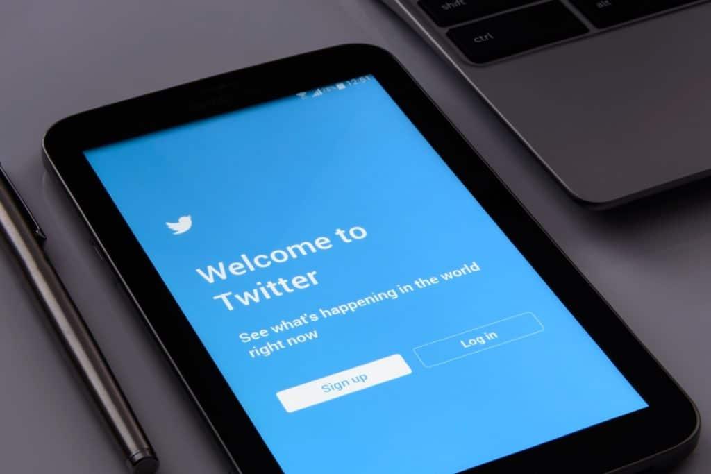 smartphone avec Twitter